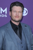 Blake_Shelton_Hosting_ACM_2013