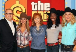 Reba-McEntire-with-Price-Is-Right-Host-Drew-Carey